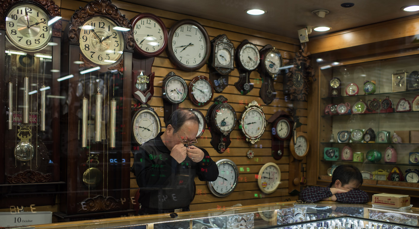 A repairman works on a watch at a clock market in Seoul on October 28, 2016. The market features numerous stalls and shops that sell and repair new and used timepieces. / AFP PHOTO / Ed Jones