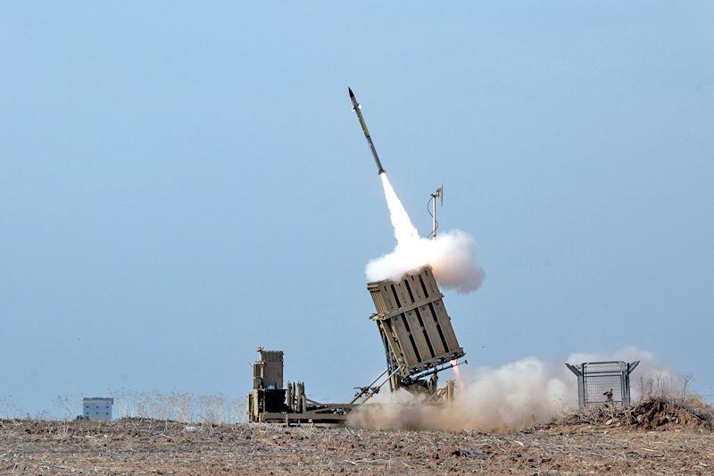 Hihetetlen videón, ahogy az izraeli Vaskupola-rendszer kivédi a rakétákat