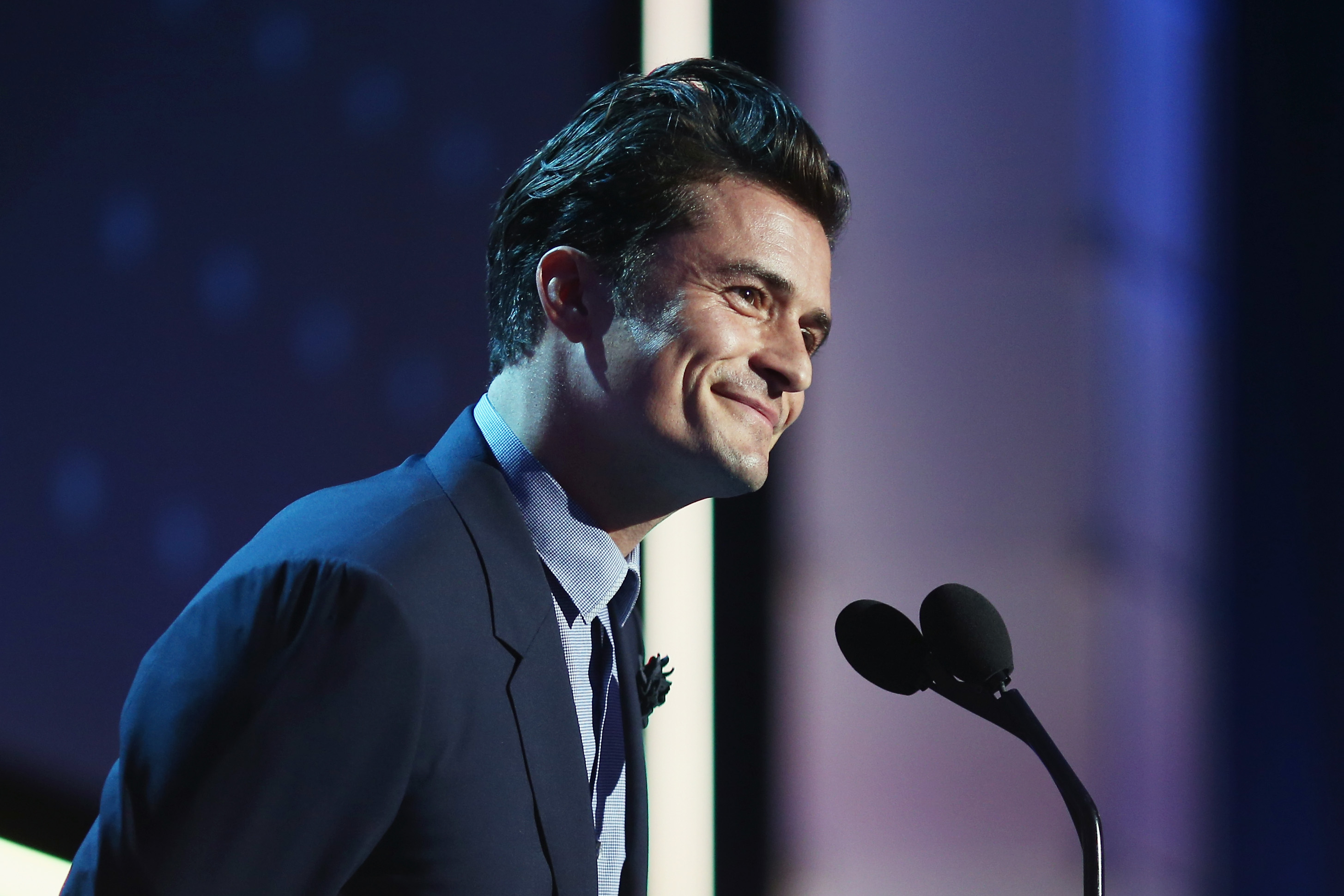 SANTA MONICA, CA - JANUARY 17:  Actor Orlando Bloom speaks onstage at  the 21st Annual Critics' Choice Awards at Barker Hangar on January 17, 2016 in Santa Monica, California.  (Photo by Christopher Polk/Getty Images for The Critics' Choice Awards)