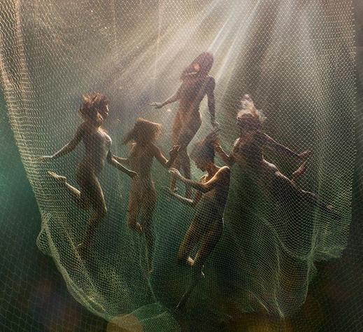 Misztikus és erotikus víz alatti fotók, amelyek elvarázsolnak