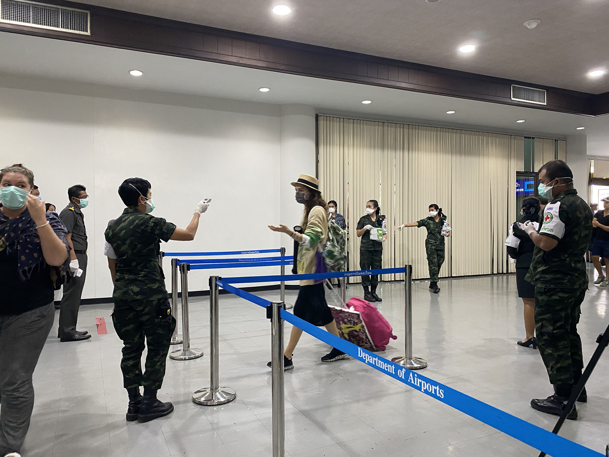 Surat Thani egészségügyi ellenőrzés. A thaiok komolyan veszik