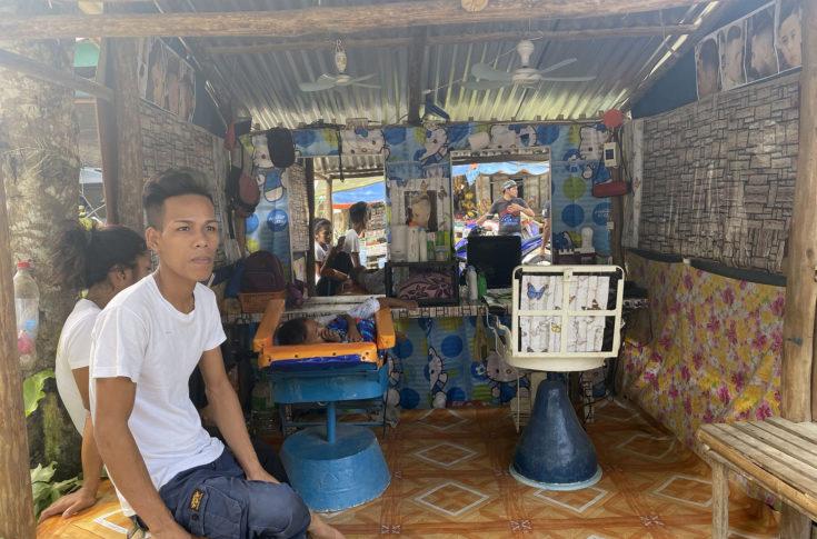 A fülöp-szigeteki Port Barton borbélyüzlete