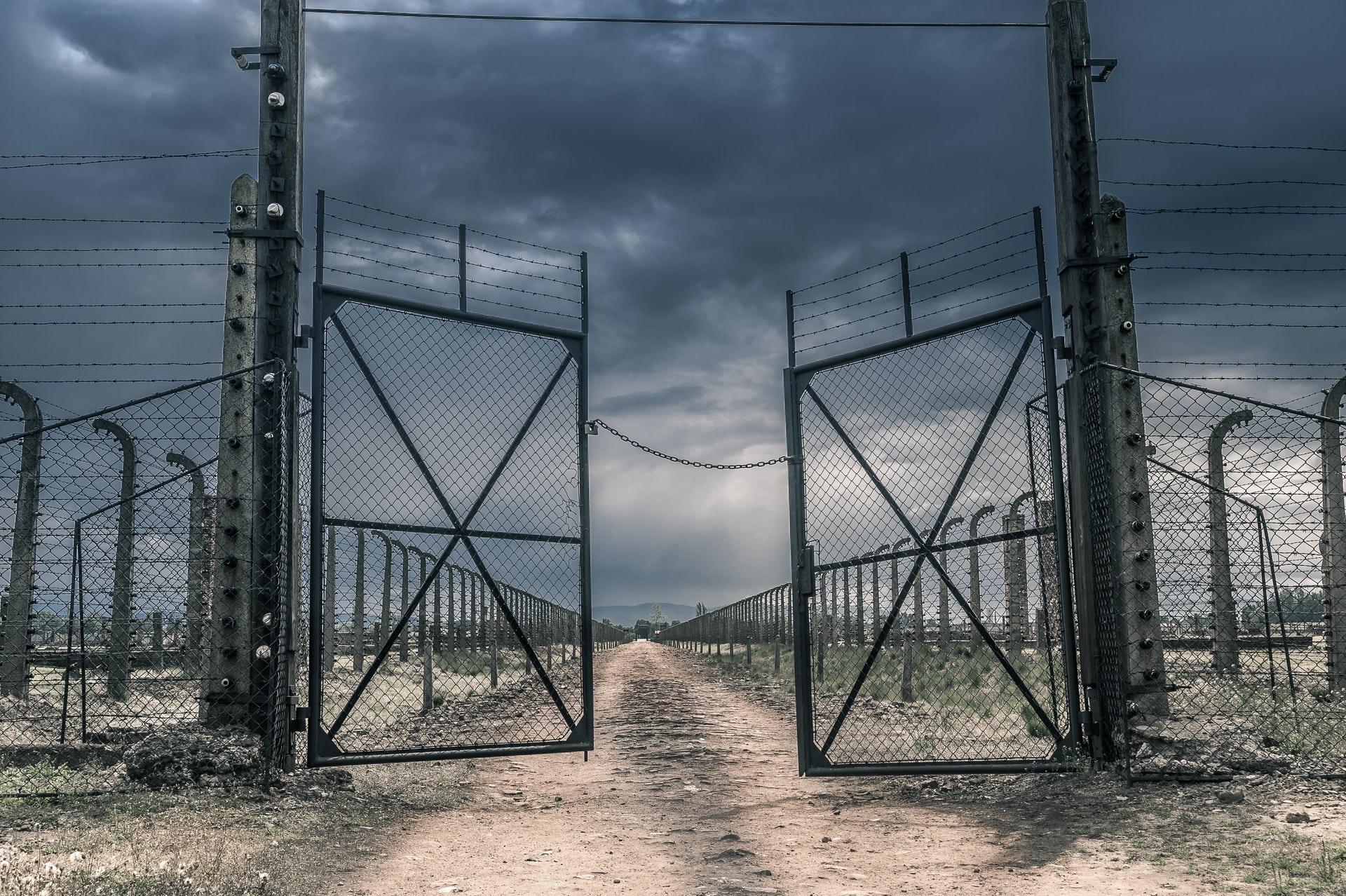 Ez a férfi önként vállalta a koncentrációs tábort, mégsem tudják sokan, hogy hős
