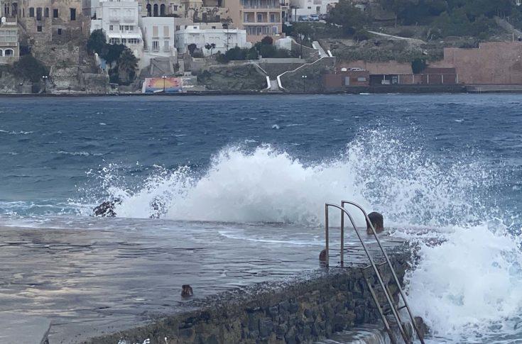 Összecsaptak a hullámok Görögország felett
