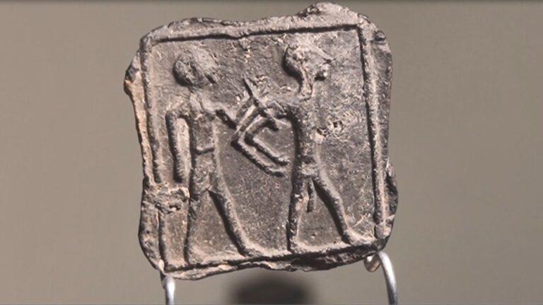 Több ezer éves táblát talált egy hatéves kisfiú